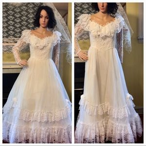 Vintage Lace Wedding Dress and Train